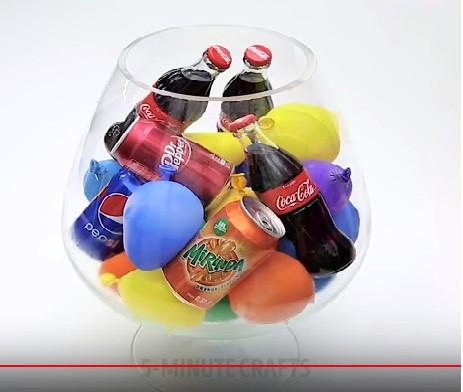 Cho nước vào bóng bay rồi để vào ngăn đá, bạn sẽ có thứ tuyệt vời dành cho các bữa tiệc - Ảnh 3.