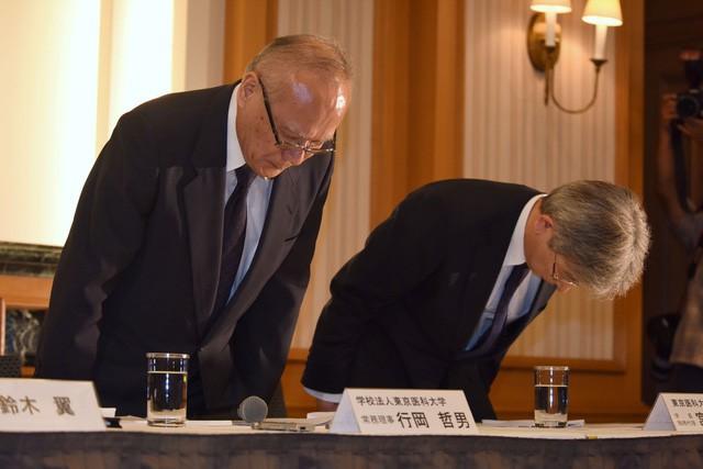 Nhật Bản: Bê bối sửa điểm trong hơn 10 năm tại Đại học Y Tokyo nhằm loại bớt sinh viên nữ và tăng số lượng bác sĩ nam tương lai - Ảnh 2.