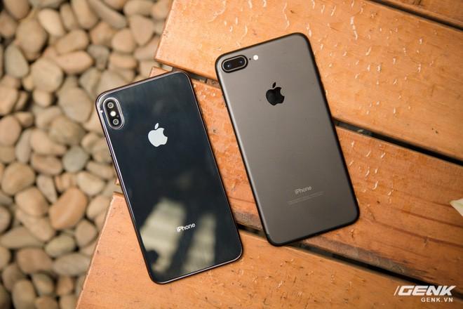 So sánh kích thước iPhone X Plus và iPhone 7 Plus: To bằng nhau, nhưng màn hình iPhone X Plus lớn hơn nhiều - Ảnh 1.