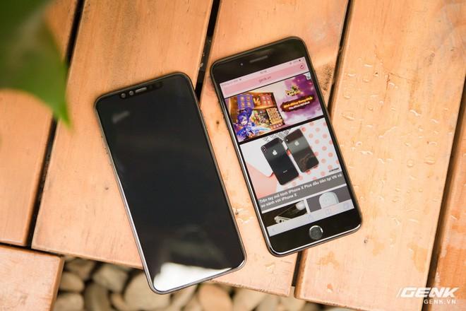 So sánh kích thước iPhone X Plus và iPhone 7 Plus: To bằng nhau, nhưng màn hình iPhone X Plus lớn hơn nhiều - Ảnh 3.
