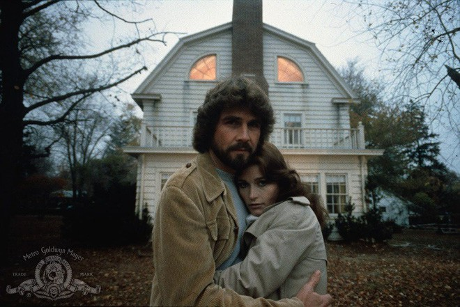 Thảm kịch con trai cả giết 6 mạng người nhà trong đêm biến Amityville trở thành ngôi nhà ma nổi tiếng nhất thế giới - Ảnh 8.
