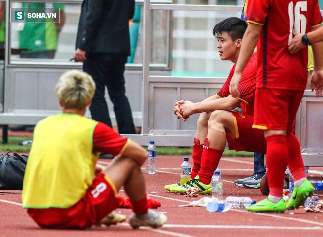 U23 Việt Nam buồn bã cúi đầu, NHM bật khóc sau loạt đấu súng - Ảnh 4.