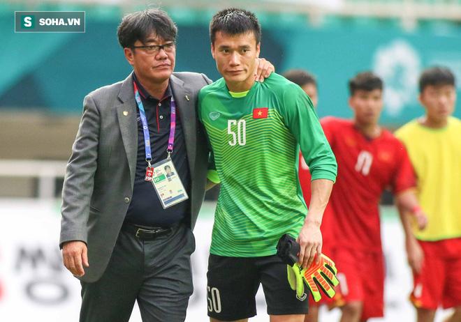 U23 Việt Nam buồn bã cúi đầu, NHM bật khóc sau loạt đấu súng - Ảnh 3.