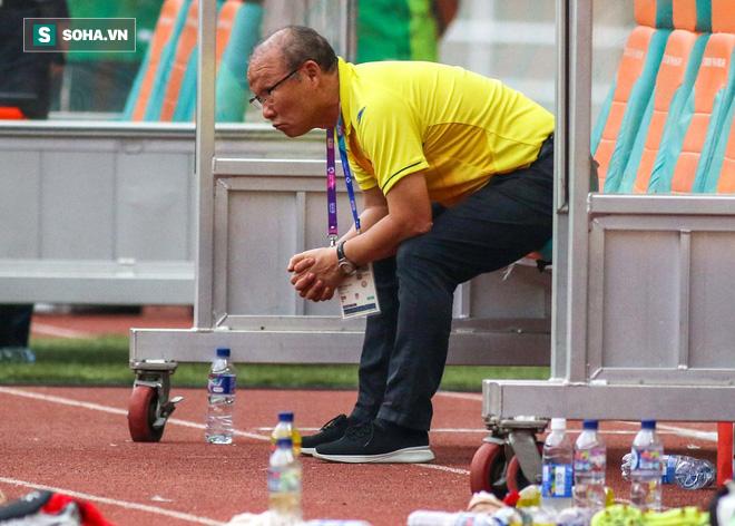 U23 Việt Nam buồn bã cúi đầu, NHM bật khóc sau loạt đấu súng - Ảnh 1.