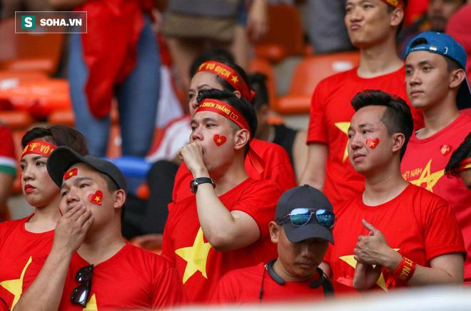 U23 Việt Nam buồn bã cúi đầu, NHM bật khóc sau loạt đấu súng - Ảnh 13.