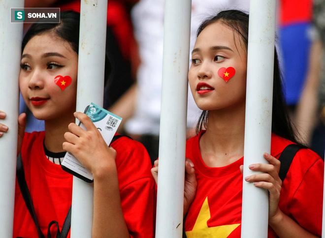 U23 Việt Nam buồn bã cúi đầu, NHM bật khóc sau loạt đấu súng - Ảnh 12.