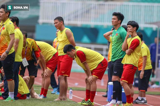 U23 Việt Nam buồn bã cúi đầu, NHM bật khóc sau loạt đấu súng - Ảnh 11.