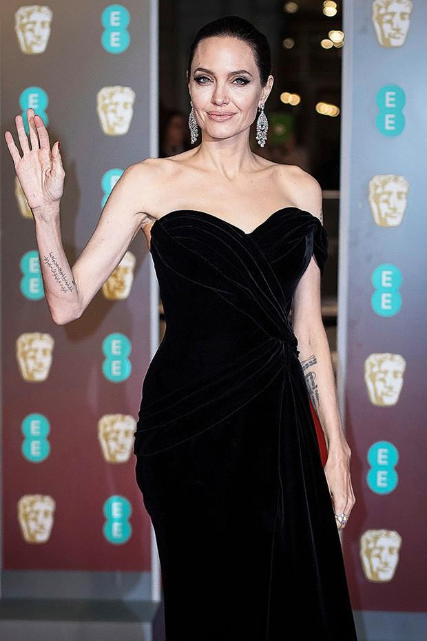 Gầy chỉ còn 34kg, xót xa nhìn Angelina Jolie như bộ xương khô di động - Ảnh 2.
