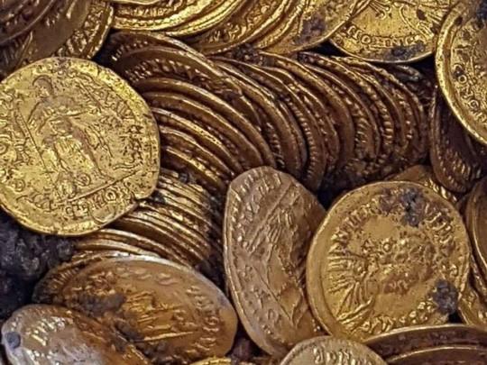 Phát hiện 2 tảng đá lẫn vàng trị giá 11 triệu USD - ảnh 5