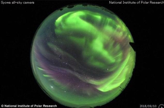 Bão Mặt trời sắp chạm đến Trái đất trong nay mai: Nguy cơ tấn công hệ thống điện và vệ tinh đang hiển hiện - Ảnh 2.