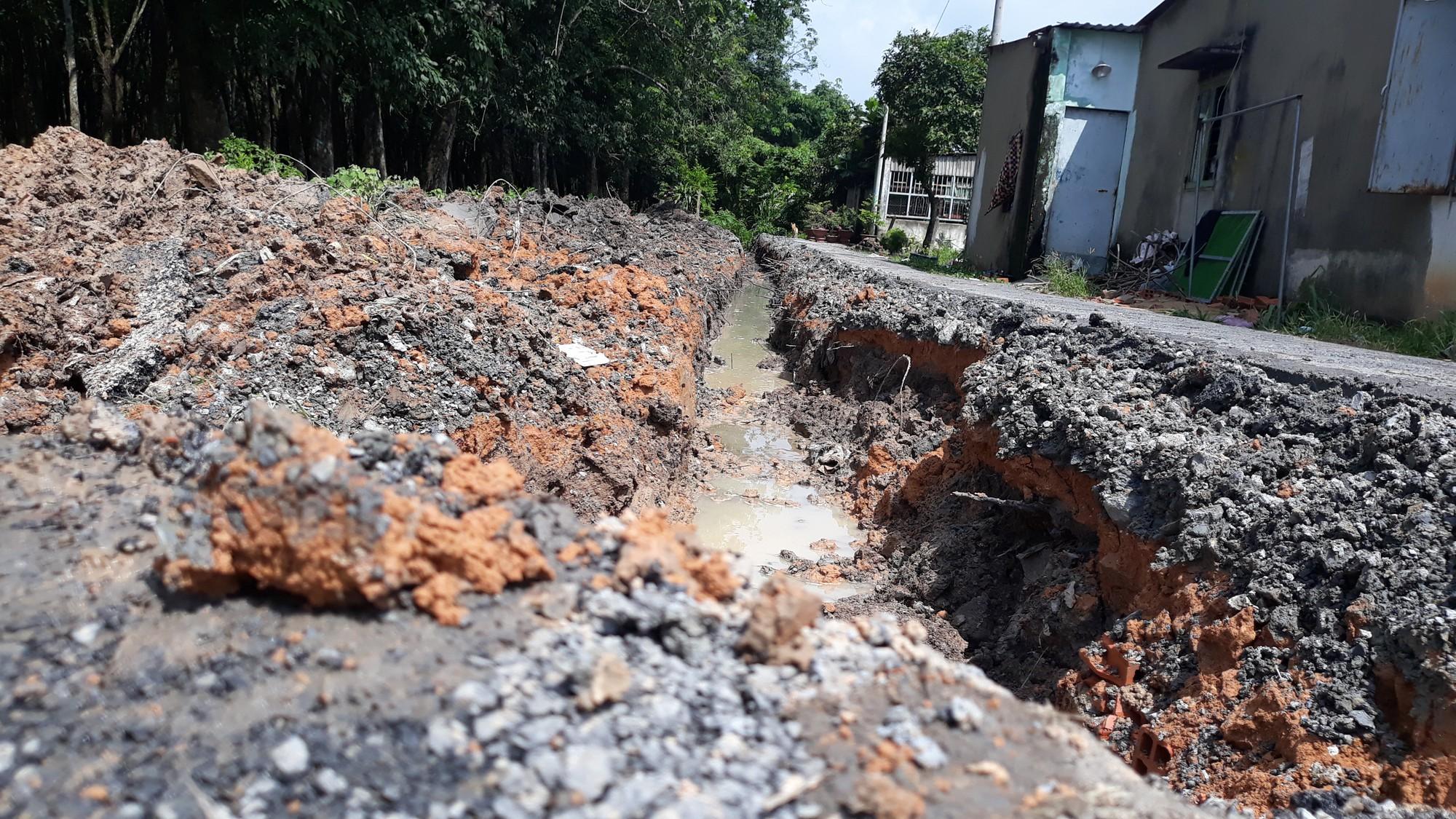 Vụ bỏ 200 triệu làm đường dân sinh: Đường nhựa đã bị phá nham nhở  - Ảnh 4.