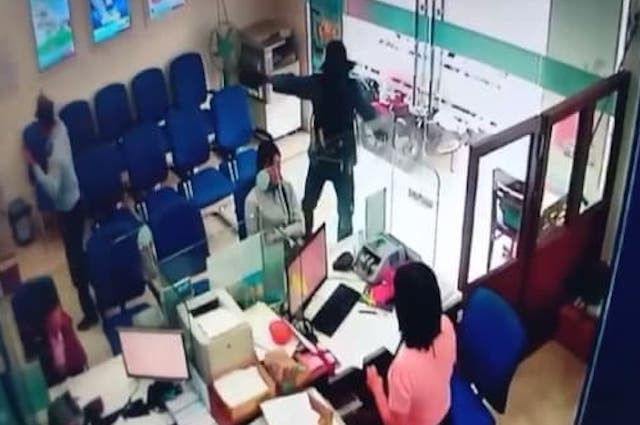 Ráo riết truy bắt bắt thủ phạm gây ra vụ cướp ngân hàng ở Tiền Giang - ảnh 2