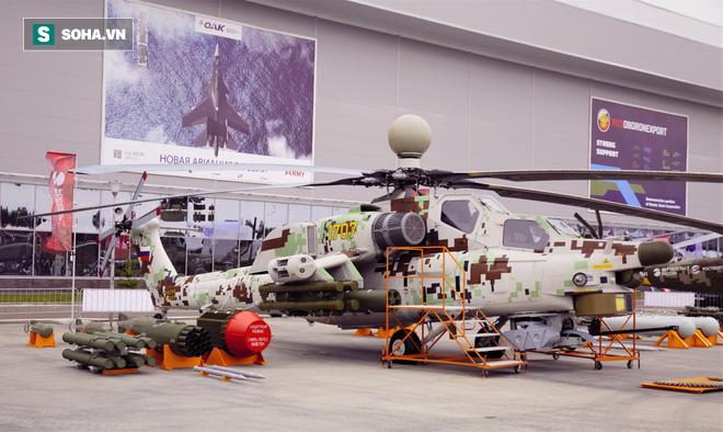 PV VN duy nhất ngồi trực thăng Mi-28NE: Phát hiện có biểu tượng thần thánh thời bao cấp - Ảnh 2.