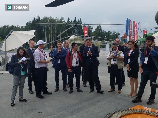 PV VN duy nhất ngồi trực thăng Mi-28NE: Phát hiện có biểu tượng thần thánh thời bao cấp - Ảnh 1.