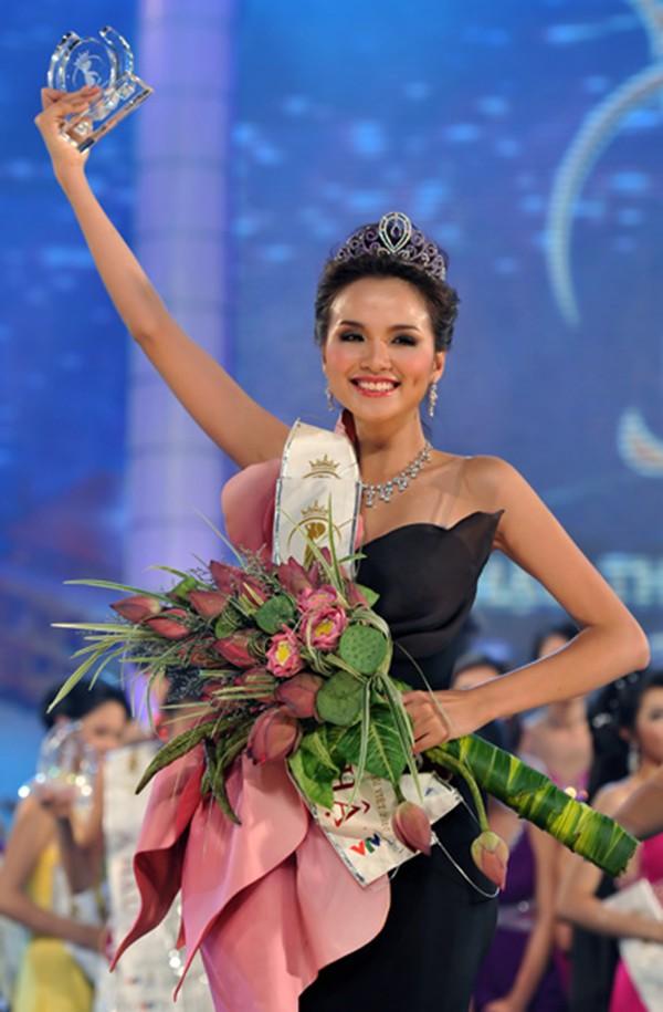 """Hoa hậu Diễm Hương bị """"tố cáo"""" trước giây phút thi ứng xử, giấu kín suốt 8 năm giờ mới kể - ảnh 2"""