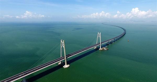 Chuyên gia lo ngại bão Mangkhut làm sập cây cầu dài nhất thế giới - Ảnh 1.