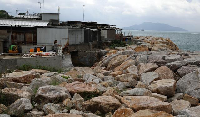 Siêu bão lịch sử đổ bộ Hong Kong, người dân vội vã tích trữ lương thực để cầm cự  - Ảnh 6.