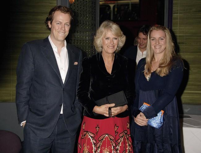 Bà Camilla cùng 2 người con ở cuộc hôn nhân đầu tiên.