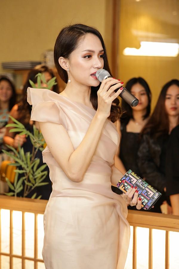Hương Giang Idol điệu đà, đọ sắc cùng đàn chị Phạm Quỳnh Anh - Ảnh 5.