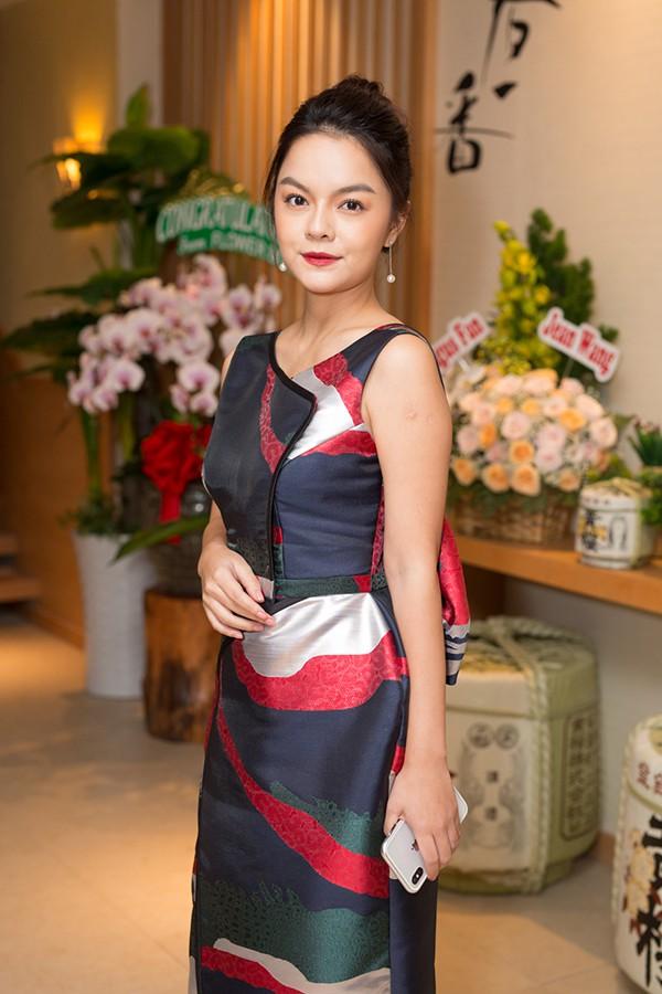 Hương Giang Idol điệu đà, đọ sắc cùng đàn chị Phạm Quỳnh Anh - Ảnh 7.