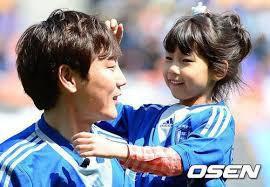 """Song Jong Kook: Quả báo cho """"David Beckham của Hàn Quốc"""" khi bỏ rơi vợ đẹp con xinh để chạy theo bồ nhí - ảnh 2"""