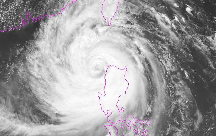 Siêu bão Mangkhut vừa qua Luzon vào Biển Đông: Ven Quảng Ninh rủi ro cấp độ 4 - ảnh 3