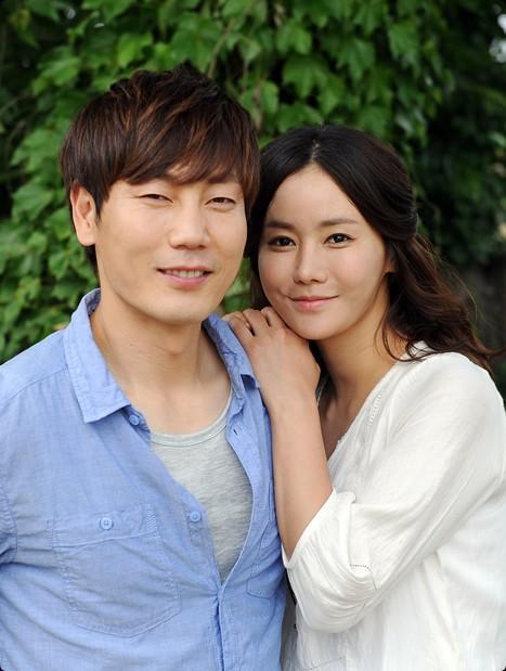"""Song Jong Kook: Quả báo cho """"David Beckham của Hàn Quốc"""" khi bỏ rơi vợ đẹp con xinh để chạy theo bồ nhí - ảnh 8"""