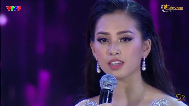 Đương kim Hoa hậu Việt Nam 2018 Trần Tiểu Vy trả lời câu hỏi ứng xử thế nào? - Ảnh 2.