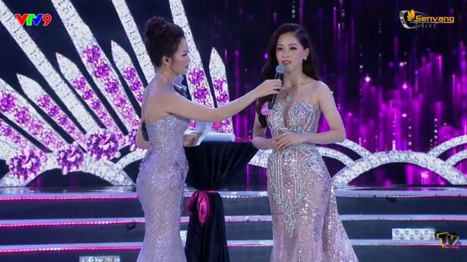 Đương kim Hoa hậu Việt Nam 2018 Trần Tiểu Vy trả lời câu hỏi ứng xử thế nào? - Ảnh 4.