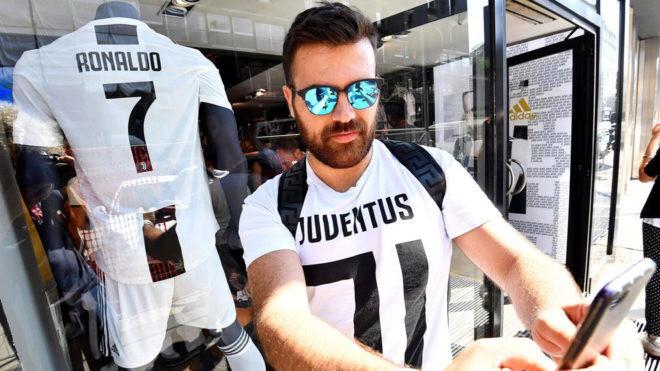 Nhờ Ronaldo, Juventus bán ra số áo bằng cả mùa giải trước - Ảnh 1.