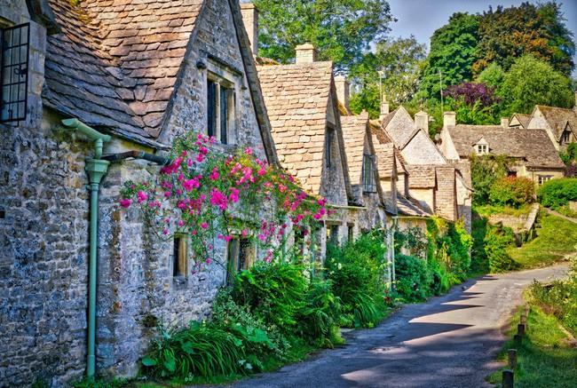 15 ngôi làng đẹp như bước ra từ cổ tích với kiến trúc độc đáo cùng phong cảnh hữu tình - Ảnh 2.