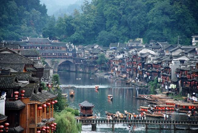 15 ngôi làng đẹp như bước ra từ cổ tích với kiến trúc độc đáo cùng phong cảnh hữu tình - Ảnh 4.