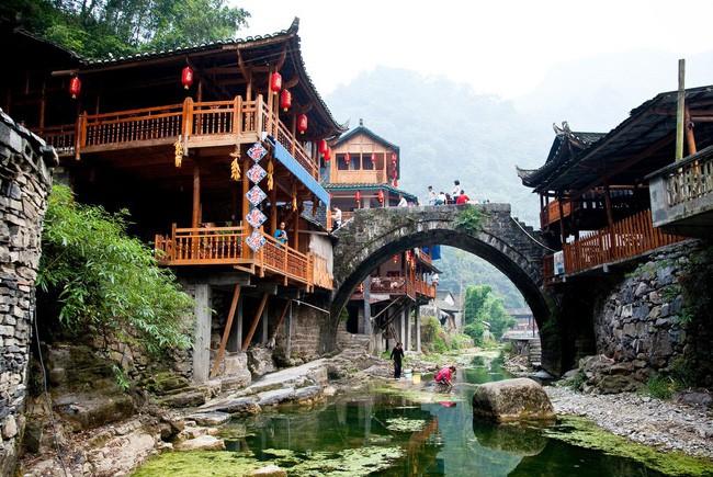 15 ngôi làng đẹp như bước ra từ cổ tích với kiến trúc độc đáo cùng phong cảnh hữu tình - Ảnh 10.