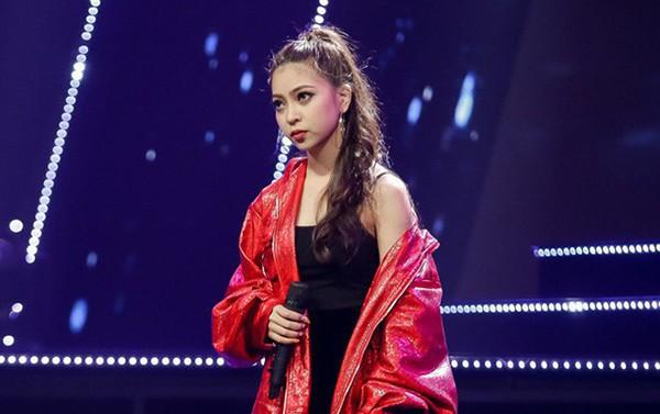 Không chỉ tân hoa hậu, các hot girl xứ Quảng cũng khiến dân mạng không thể rời mắt - Ảnh 16.