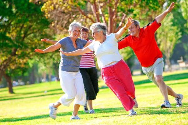 Nếu đã bước vào tuổi trung, cao niên, 10 điều này bạn cần biết để sống vui vẻ bên con cháu - Ảnh 5.