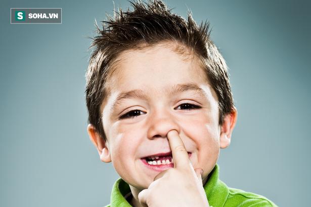 Thấy con ngoáy mũi rồi móc gỉ mũi ra ăn, bạn nên khuyến khích thêm: Lý do là đây! - Ảnh 1.
