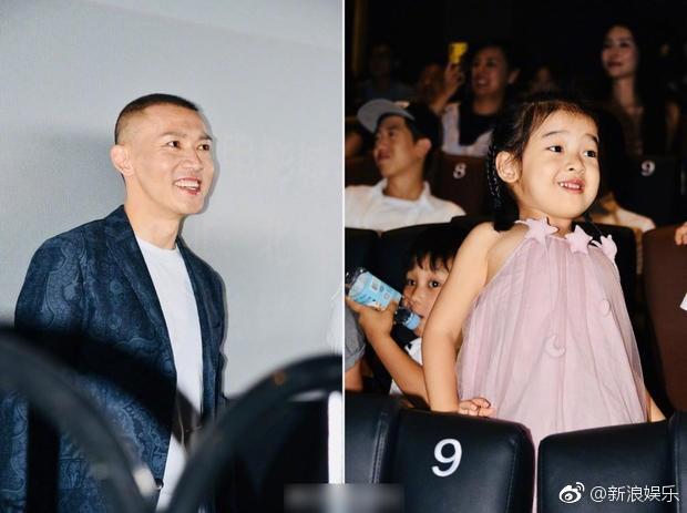 Bà xã xinh đẹp và con gái cưng siêu dễ thương của Càn Long Nhiếp Viễn gây sốt khi tới dự sự kiện ủng hộ bố - Ảnh 7.