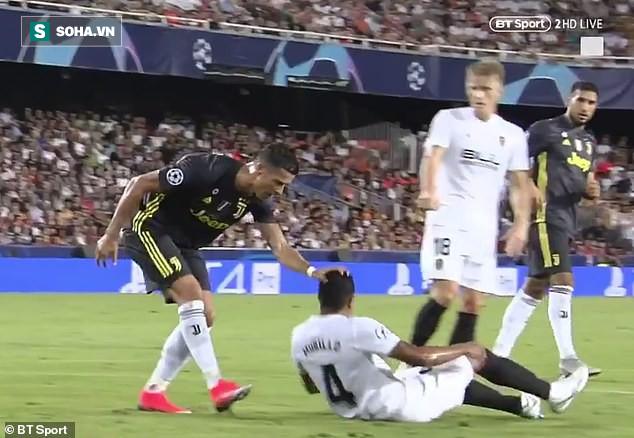 Điên tiết vì trợ lý trọng tài ám sát Ronaldo, HLV Juve thống thiết đòi dùng VAR - Ảnh 1.