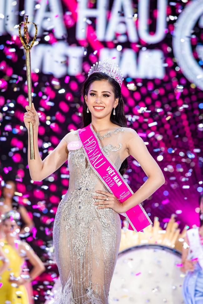 Không xin lỗi, không khóc lóc và điều hy hữu về Hoa hậu Trần Tiểu Vy - Ảnh 1.