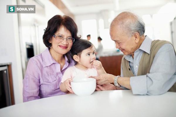 Nếu đã bước vào tuổi trung, cao niên, 10 điều này bạn cần biết để sống vui vẻ bên con cháu - Ảnh 1.