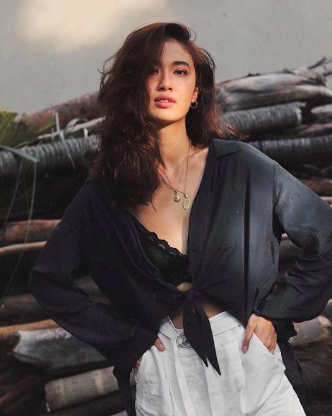Nữ giám đốc 9X xinh đẹp sở hữu thương hiệu đồ tắm được giới trẻ Singapore, Malaysia, Thái Lan yêu thích