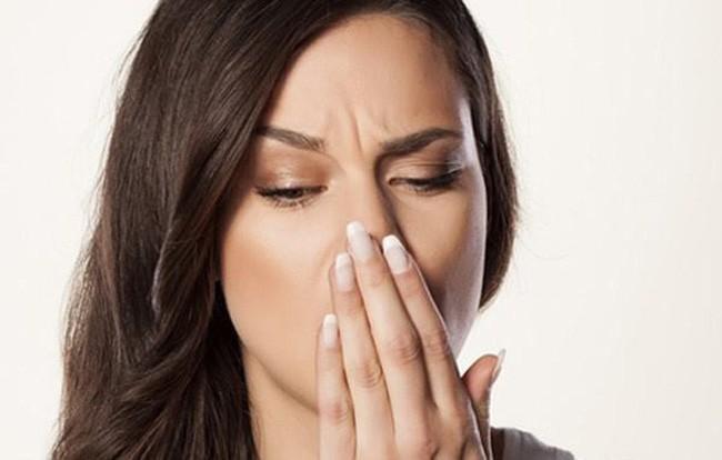 Người phụ nữ xì hơi hơn 50 lần/ngày, đi khám chết ngất khi bác sĩ thông báo bị bệnh nguy hiểm - Ảnh 1.