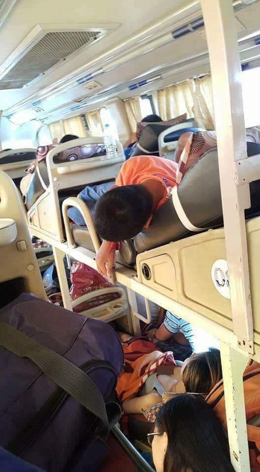 Đi xe khách giường nằm, cô gái diện đồ hớ hênh khiến người đi cùng đỏ mặt - Ảnh 2.