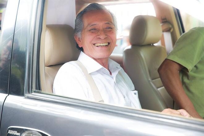 Bố ruột Trường Giang phong độ, cười tươi hạnh phúc trong lễ rước dâu - Ảnh 7.