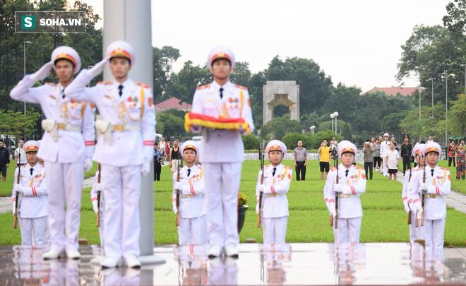 Khắp nơi treo cờ rủ Quốc tang Chủ tịch nước Trần Đại Quang - Ảnh 4.