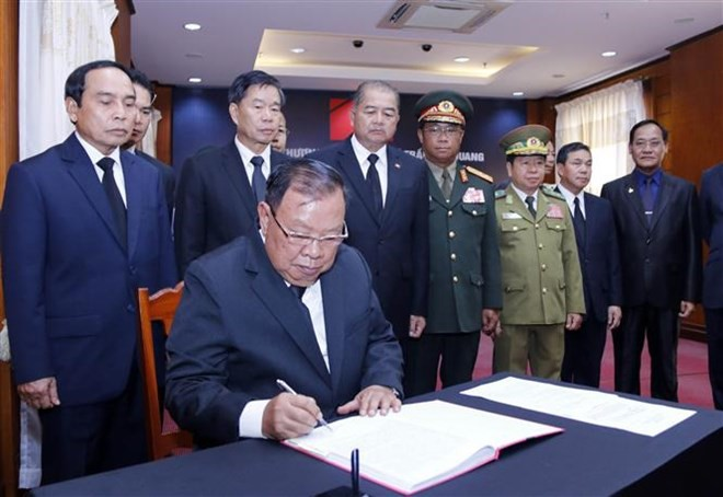 Thủ tướng Hàn Quốc ghi sổ tang: Chủ tịch nước Trần Đại Quang là nhà lãnh đạo cả thế giới tôn trọng - Ảnh 7.