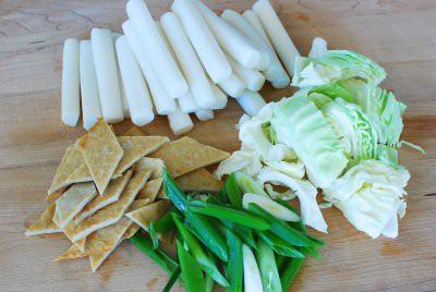 Công thức chuẩn cho món bánh gạo cay chính gốc Hàn Quốc - Ảnh 1.