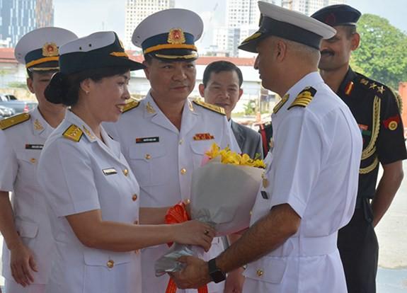 Tàu Hải quân Ấn Độ thăm TP Hồ Chí Minh - ảnh 2