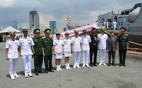 Tàu Hải quân Ấn Độ thăm TP Hồ Chí Minh - ảnh 3