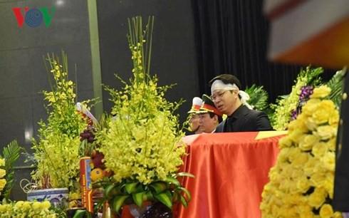 Xe tang đưa linh cữu Chủ tịch nước Trần Đại Quang về quê hương Ninh Bình - Ảnh 56.